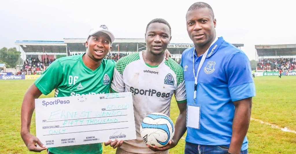 Photo of Midfielder Wendo happy to get a nod from Everton coaches